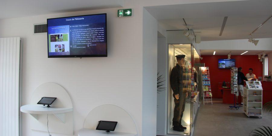 Equipements numériques à l'office de tourisme de Falaise