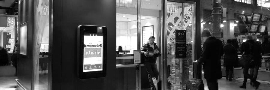 borne d'information touristique Paris gare du Nord