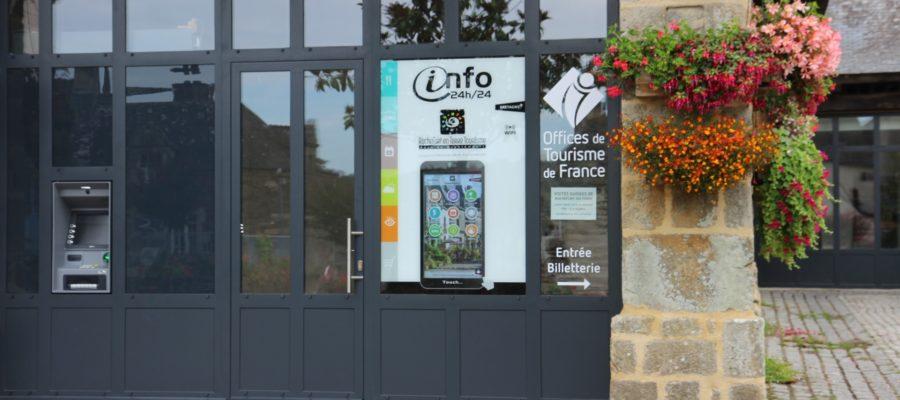 Borne vitrine à Rochefort en Terre