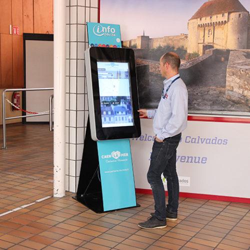 Borne d'information interactive à la Gare maritime de Ouistreham