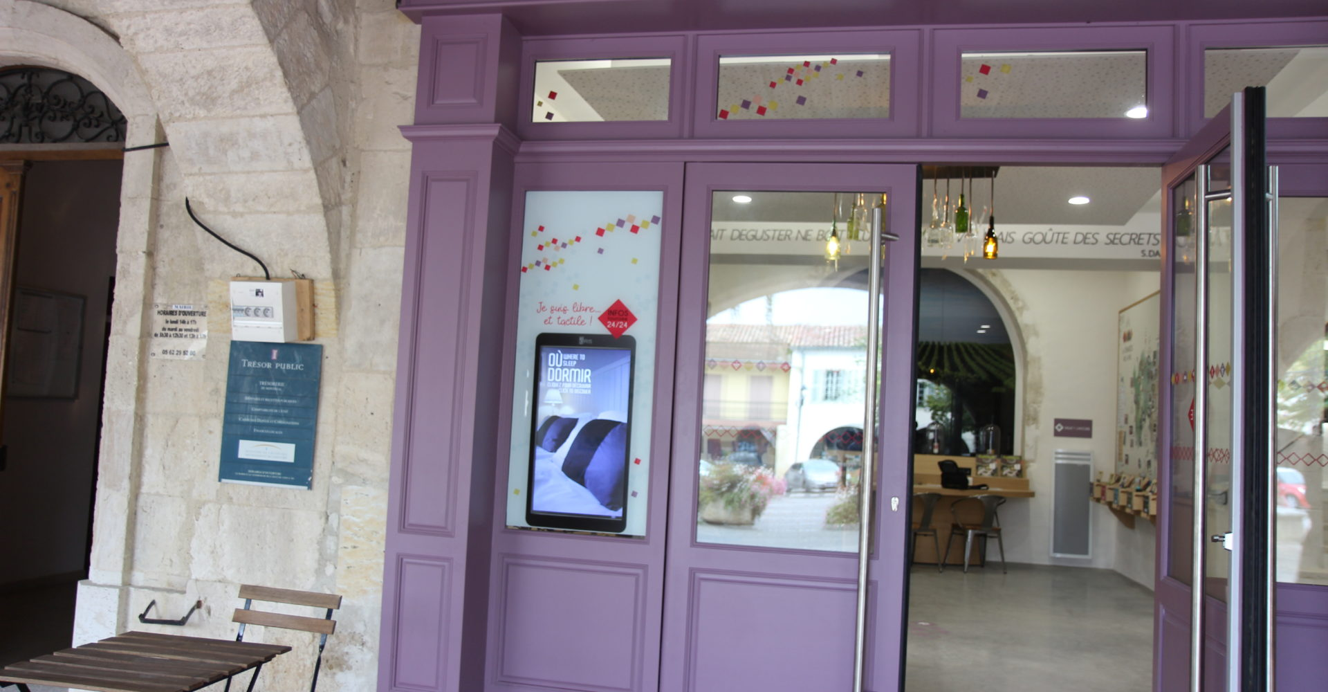 Vitrine interactive à l'office de Montréal-du-Gers
