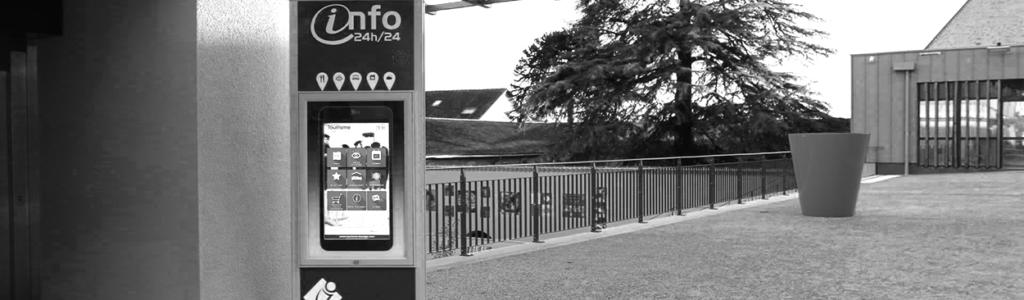 Totem interactif devant la mairie de Bressuire