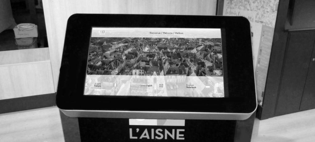 Pupitre tactile podium d'information touristique