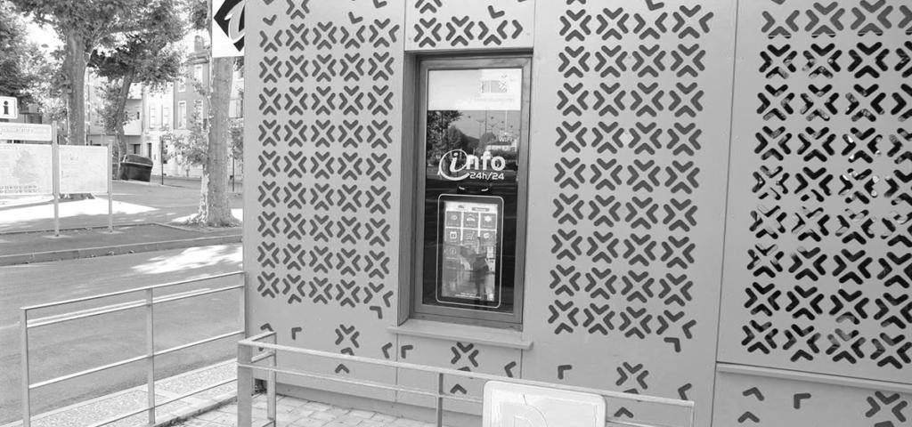 Borne d'accueil digitale en vitrine de l'Office de Tourisme Grand Villeneuvois