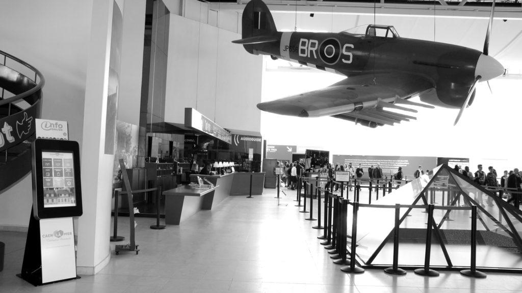 Bornes interactives D-day mémorial Caen