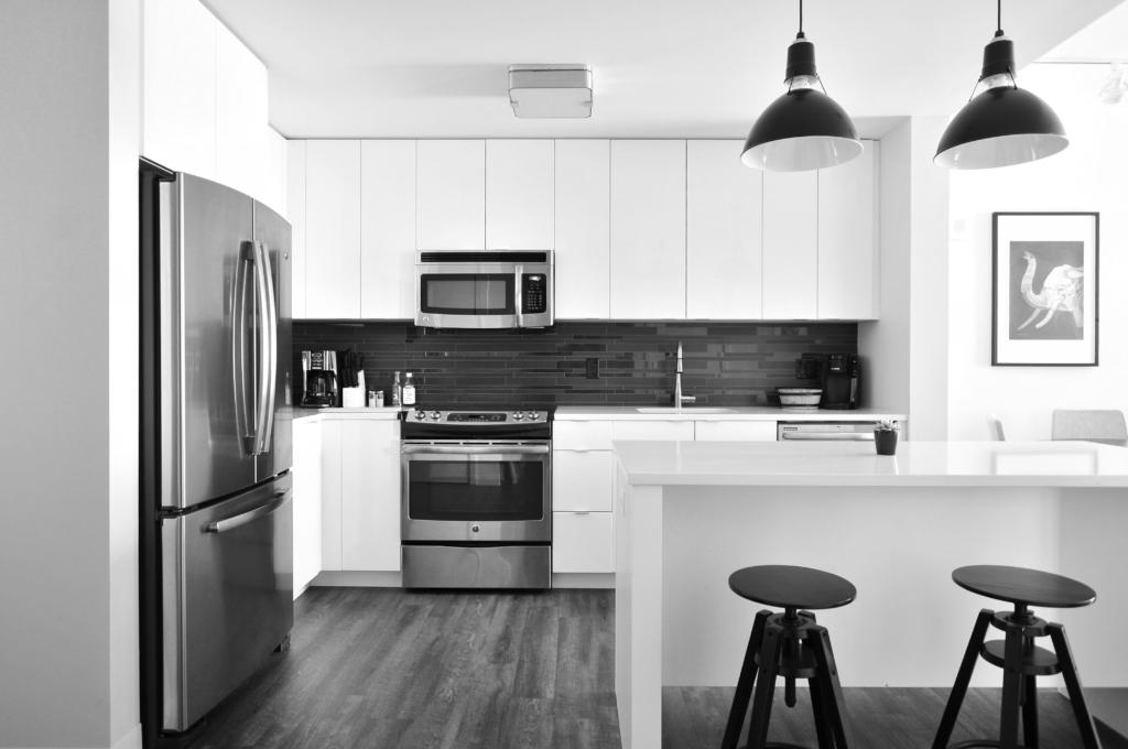 Intérieur maison cuisine moderne outils digitaux