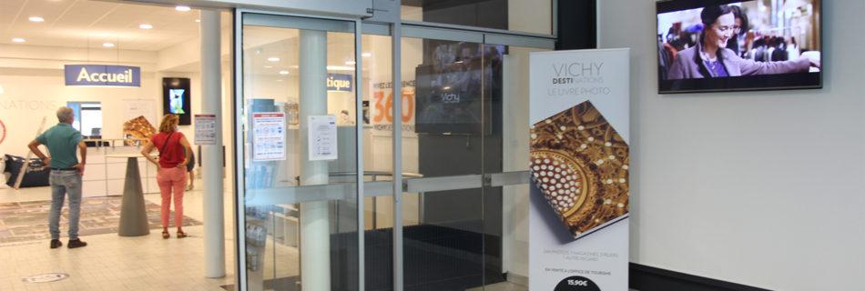 Ecran dynamique dans l'espace d'accueil à l'office de tourisme de Vichy