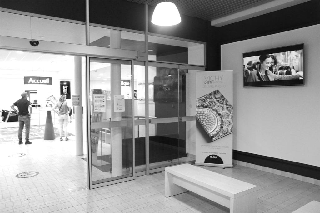 Ecran dynamique covid-19 dans l'espace d'accueil à l'office de tourisme de Vichy