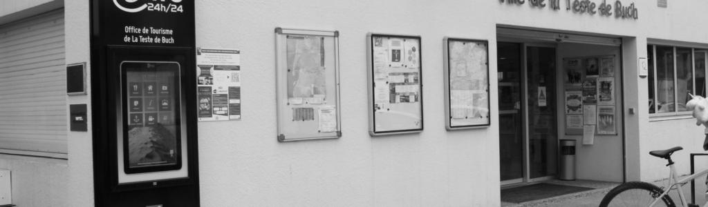 Totem interactif devant l'office de tourisme de la Teste-de-Buch