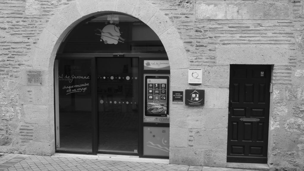 Borne vitrine Marmande tourisme et handicaps